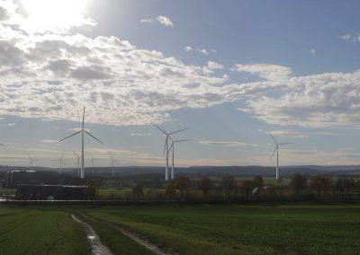 Blick vom Industriepark (im Vordergrund WP Belle, im Hintergrund WP Steinheimer Becken)